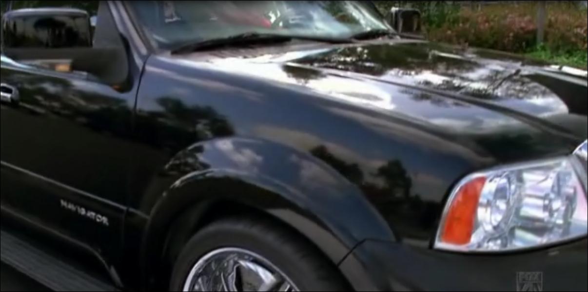 Dans l'épisode  Acafellas , on apprend que son père lui a offert une voiture à condition...