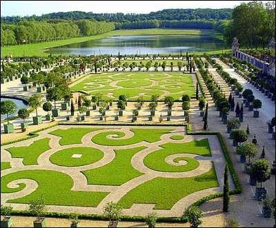 A quel architecte doit-on les plans des jardins du château de Versailles ?