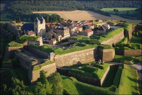 Quel ingénieur et architecte militaire donna à la France une ceinture de citadelles ?