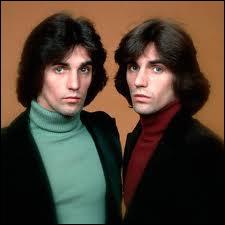 Ces deux frangins nés à Long Island, les frères Alessi, alors mignons tout plein, mettaient sur leur bicyclette la jolie... ?