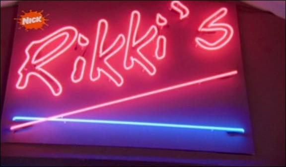 Qui ouvre le Rikki's dans la saison 3 ?