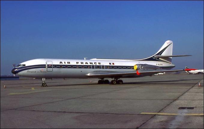 C'est Air France qui inaugure le 6 mai 1959 la première ligne régulière avec cet appareil.