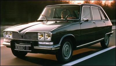 C'est la première voiture française à carrosserie berline-break à hayon.