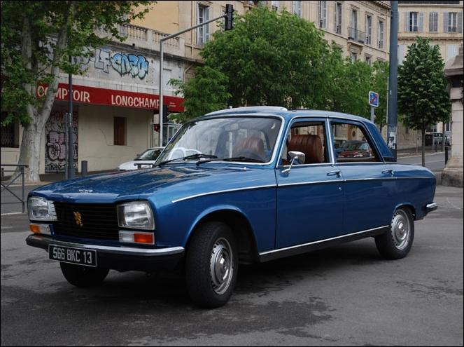 Elle est lancée en octobre 1969, en même temps que la Renault 12, sa principale concurrente française.