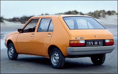 En 1977, dans l'espoir de relancer les ventes, une campagne de publicité créée par Publicis associe la forme de cette voiture à celle d'une poire. Grosse erreur.
