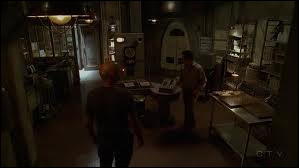 Ceux qui restent (partie 2)  : Dans quelle station vont Ben et Locke pour déplacer l'île ?