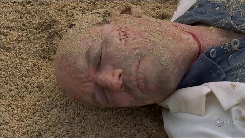 De nouvelles règles  : Qui est retrouvé mort sur la plage ?