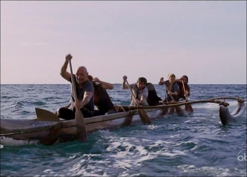 Le petit prince  : Que trouvent les survivants de l'île dans la pirogue laissée sur la plage ?