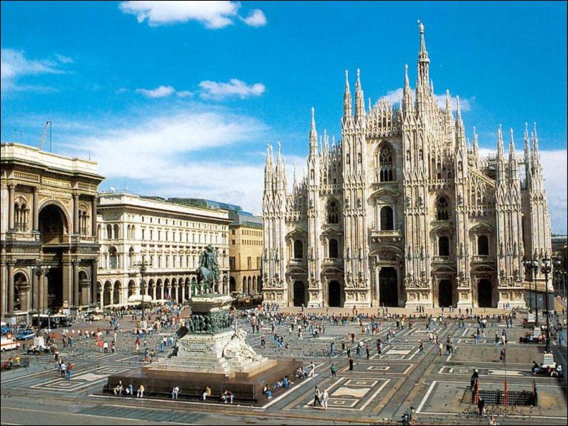 Rapace diurne / Ville d'Italie