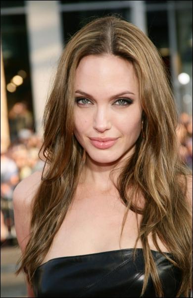 Comment s'appelle l'actrice qui joue Angelica dans  Pirates des Caraïbes 4  ?