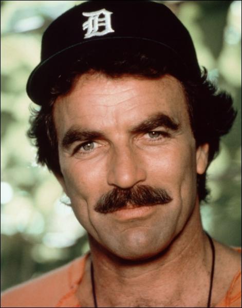 Magnum habite dans la propriété de Robin Masters et il se chamaille souvent avec le majordome Jonathan Higgins. Comment s'appellent ses deux dobermanns ?