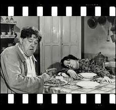 Paul Braconnier et sa femme Blandine n'ont qu'une seule idée en tête : trouver le moyen d'assassiner l'autre sans risque. Film de 1951 réalisé par Sacha Guitry avec Michel Simon... .