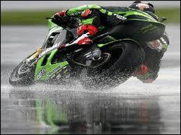 Qui ne pratique PAS le motocyclisme ?