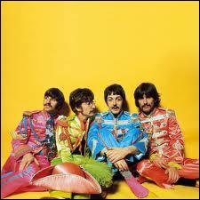 Toujours les Beatles qui voient toutes sortes de choses planantes, dont la fameuse ? dans le ciel avec des diamants...
