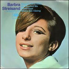 Qui est cette fille  d'occasion  car fille d'un brocanteur, comme le chante si bien Barbra Streisand ?