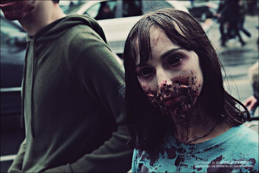 Une bande de copains anglais se retrouve confrontée à des zombies féminins !