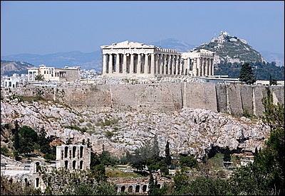 Dans quelle capitale peut-on visiter l'Acropole et le Parthénon ?