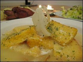 Quelle est cette soupe périgourdine faite à base d'aïl et de graisse d'oie ?