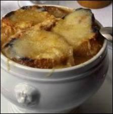 A base de quoi est faite la  gratinée , soupe de la région Rhône Alpes ?