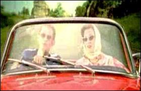 ''Faire une virée à deux / Tous les deux sur les chemins / Dans ton automobile / Tous les deux on sera bien / Et dans le ciel il y aura des étoiles / Et du soleil quand on mettra les voiles''