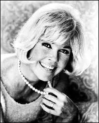 Elle joua dans plus de 40 films pour la Warner Bros. Douée pour le chant, elle entraîna particulièrement sa voix lors d'une longue convalescence suite à un accident de voiture...