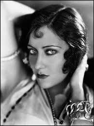 Superstar du cinéma muet, sa carrière déclina avec l'arrivée du parlant, mais elle renoua avec le succès dans  Boulevard du crépuscule  en 1950 qui mettait en scène une star déchue du muet.