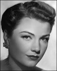 Parmi son impressionnante filmographie, elle joua avec Yul Brynner dans  Les dix commandements  en 1956...