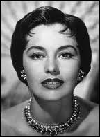 Surnommée  The legs  (les jambes), elle intégra les Ballets russes avant de regagner Hollywood pour chanter et danser auprès de Fred Astaire ou encore de Gene Kelly...