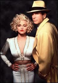Blonde platine et fatale, Madonna est Breathless Mahoney, chanteuse, tentée par une romance avec Warren Beatty. Quel est ce film ?