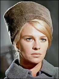 C'est Julie Christie, actrice anglaise, qui est ici le grand amour de Omar Sharif. Quel est ce film où elle joue Lara ?