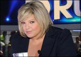 Qui est la présentatrice de l'émission ?