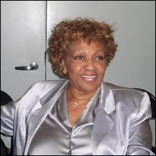 De quelle chanteuse américaine morte en 2012, cette ancienne choriste est-elle la mère ?