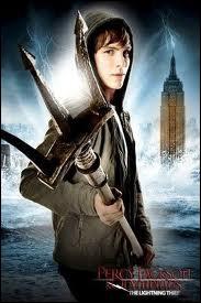 Qui Percy porte t-il sur son dos dans  le Fils de Neptune  ?