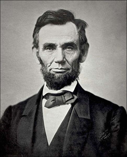 16ème président des Etats-Unis. Populaire grâce au fait qu'il ait fait du pays une grande nation économique et abolit l'esclavage. Il s'agit de :