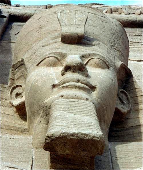 Considéré comme le plus puissant pharaon de l'Empire Egyptien, il a mené plusieurs expéditions vers le Levant et réaffirmé le contrôle du pays sur Canaan. Il s'agit de :
