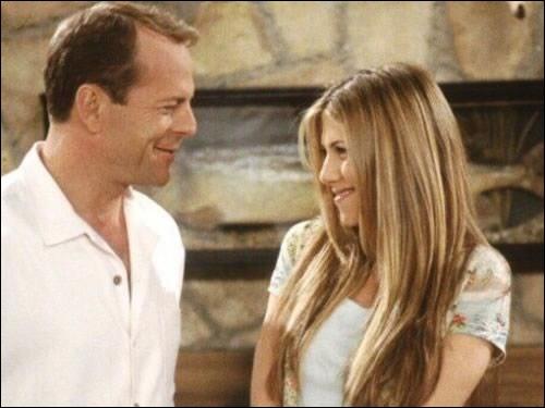 Bruce Willis joue Paul Stevens le petit ami de Rachel mais aussi le père de la petite amie de :