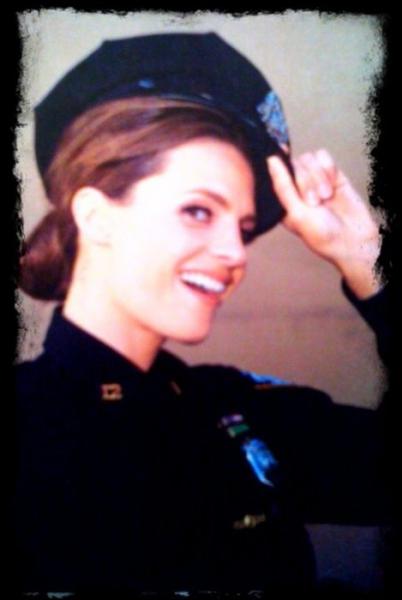Donnez le nom de la femme qui est lieutenant de police à NYPD dans cette série :