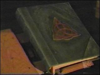 Comment s'appelle le livre sacré avec tous les formules ?