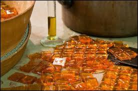 Réalisée à partir de sucre cuit auquel on ajoute une essence naturelle de bergamote, je suis...