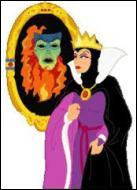 Quelle question pose-t-elle tous les jours à son miroir magique ?