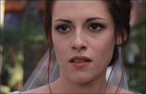 Que dit Jessica à Angela à son mariage ?