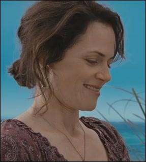 Quand Renée reçoit l'invitation au mariage de Bella, que dit-elle ?