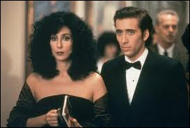 Cher obtint un Oscar pour son rôle dans ce film, dans lequel elle tombe amoureuse de Nicholas Cage. Le titre du film est ?