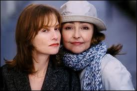 Isabelle Huppert excelle dans ce type de rôle, des femmes dures et brisées. Ici, elle a pour partenaire son exact contraire, Catherine Frot, toute bonhommie et naîveté. Quel est ce film ?