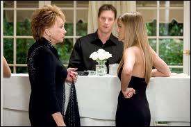 Encore Shirley Mac Laine, en grand-mère à fort caractère et à la vie tumultueuse, qui tente de protéger sa petite fille, Jennifer Aniston, contre le charme dévastateur d'un certain Benjamin Braddock. .