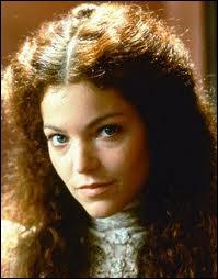 Ce film a été réalisé par Barbra Streisand, à partir du roman du Prix Nobel de littérature Isaac Bashevis Singer. En photo c'est l'actrice Amy Irving. La musique est de Michel Legrand. C'est ?