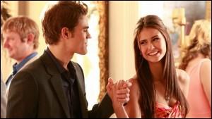 Dans la saison 3, quel petit nom donne Stefan à Elena ?