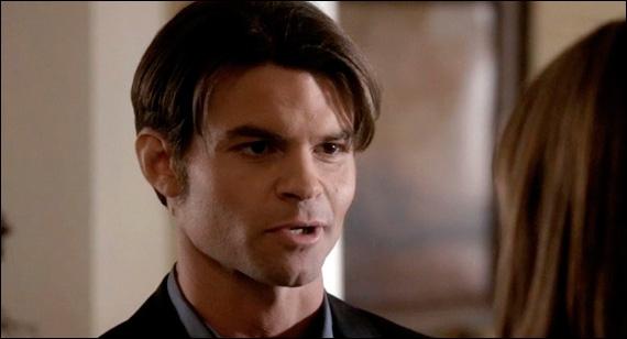 Où est enfermé Elijah quand il a une dague dans le coeur pour la première fois ?