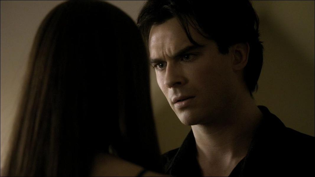 Complétez la phrase :  Je t'aime Elena et c'est parce que je t'aime que je ne peux pas être égoïste avec toi ni . .