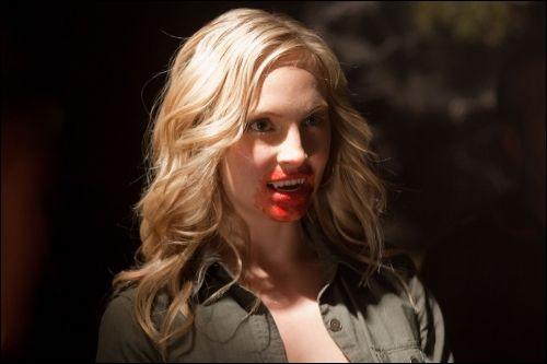 Quand Caroline devient un vampire, quelle est la première personne qu'elle tue ?